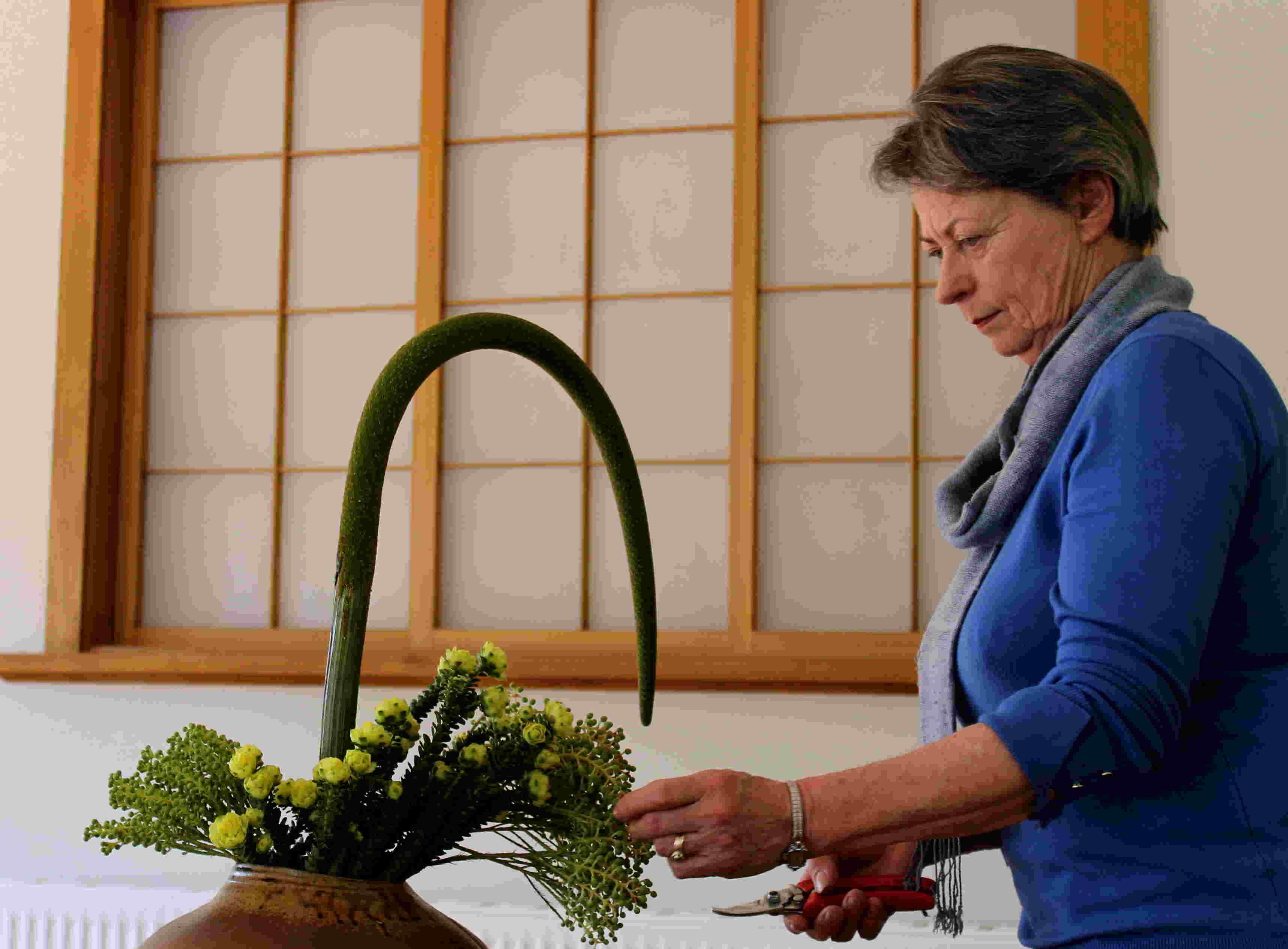 Shizuka Ryokan's in-house ikebana practitioner, Trish Ward.